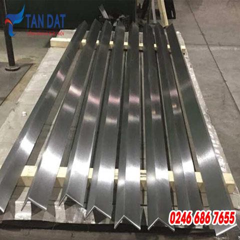 Góc inox 304 - 100 x 100 mm
